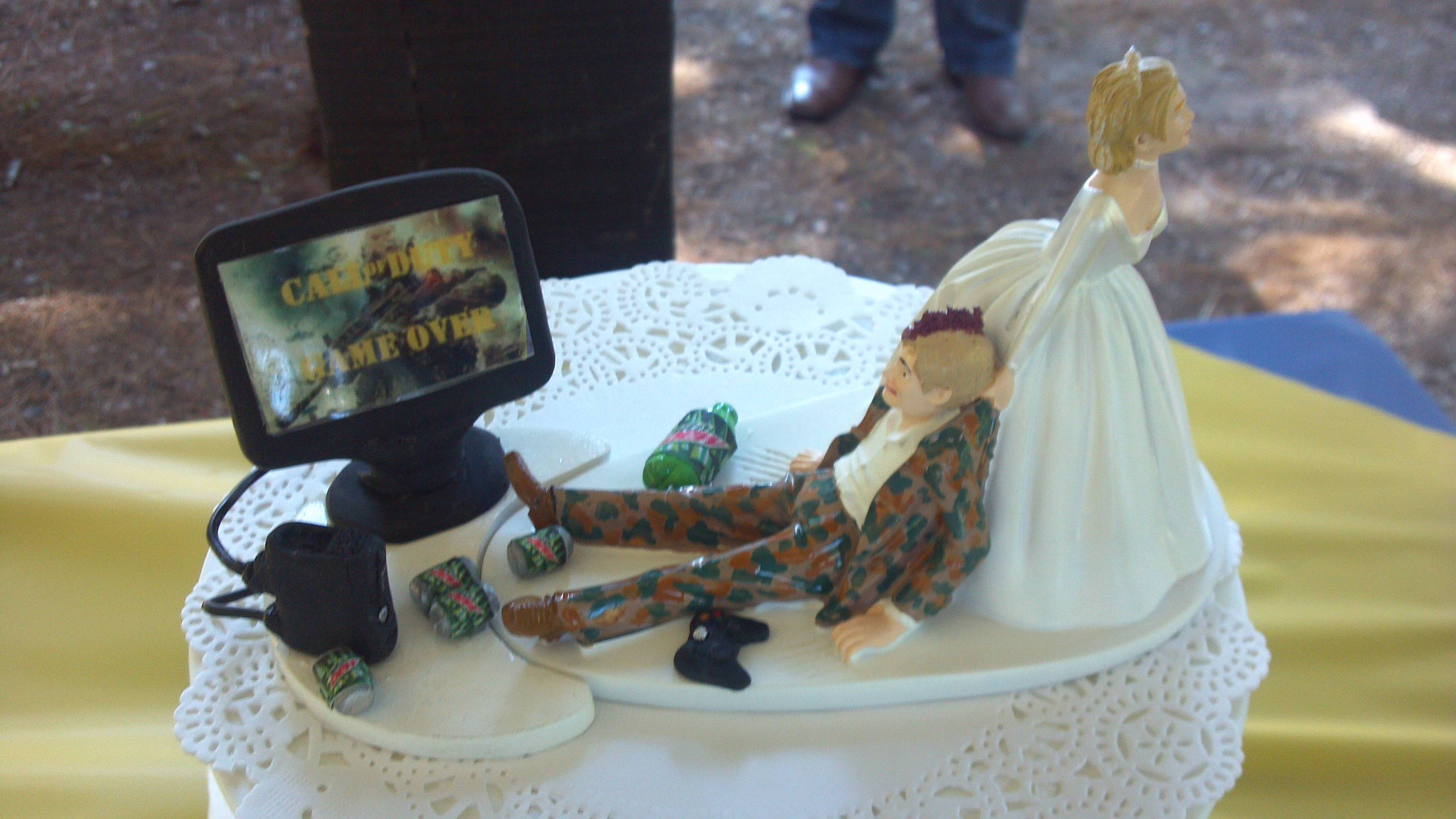 11 Beautiful Game Themed Wedding Cakes
